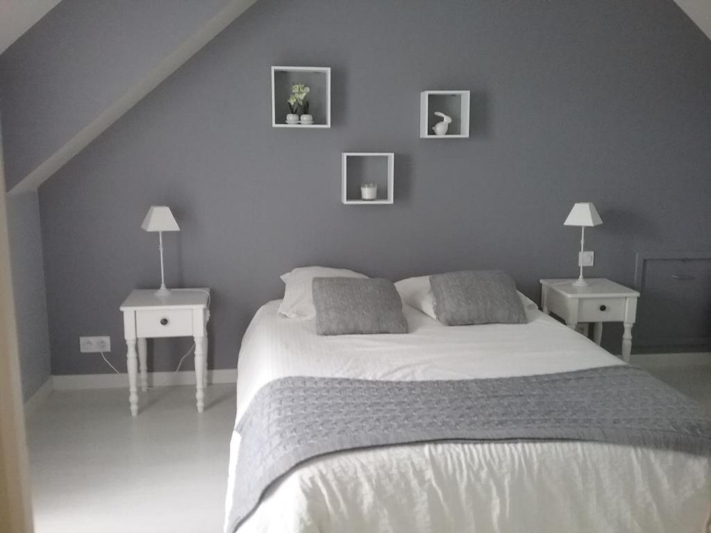 Un ou plusieurs lits dans un hébergement de l'établissement chambre et salon vidéo