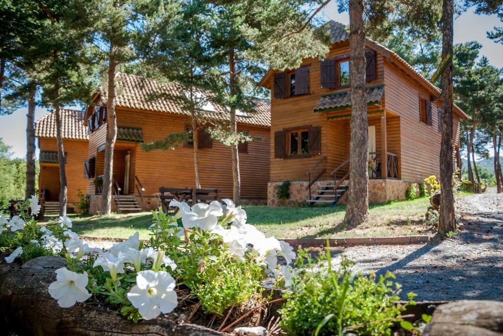 Casas rurales xalet de prades espa a prades - Casas rurales con piscina cerca de madrid ...