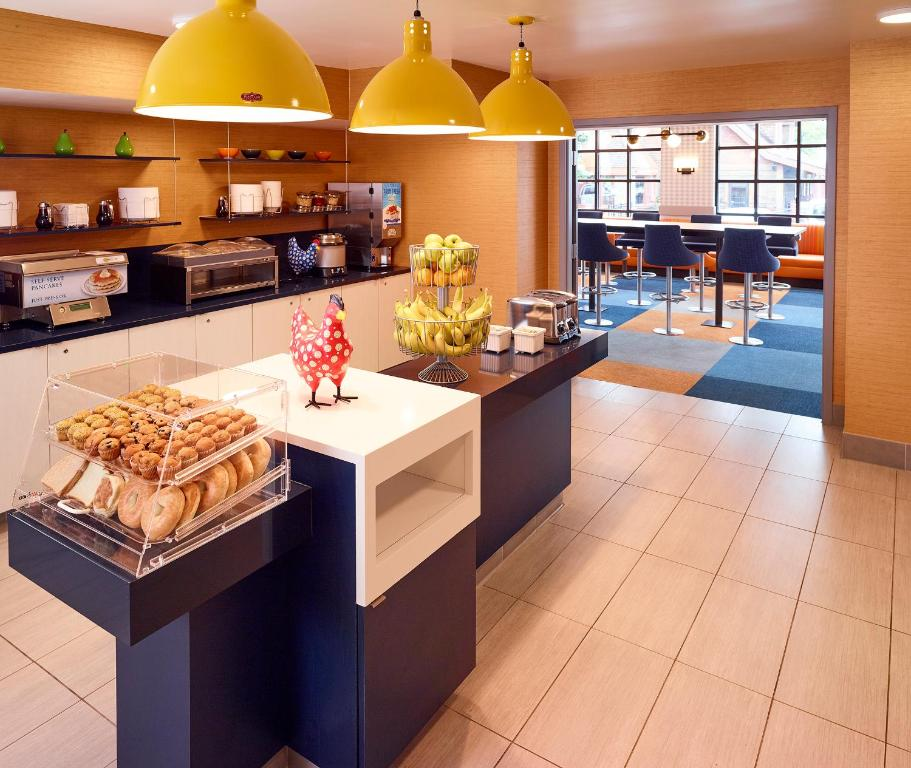 A restaurant or other place to eat at LivINN Hotel Minneapolis South / Burnsville