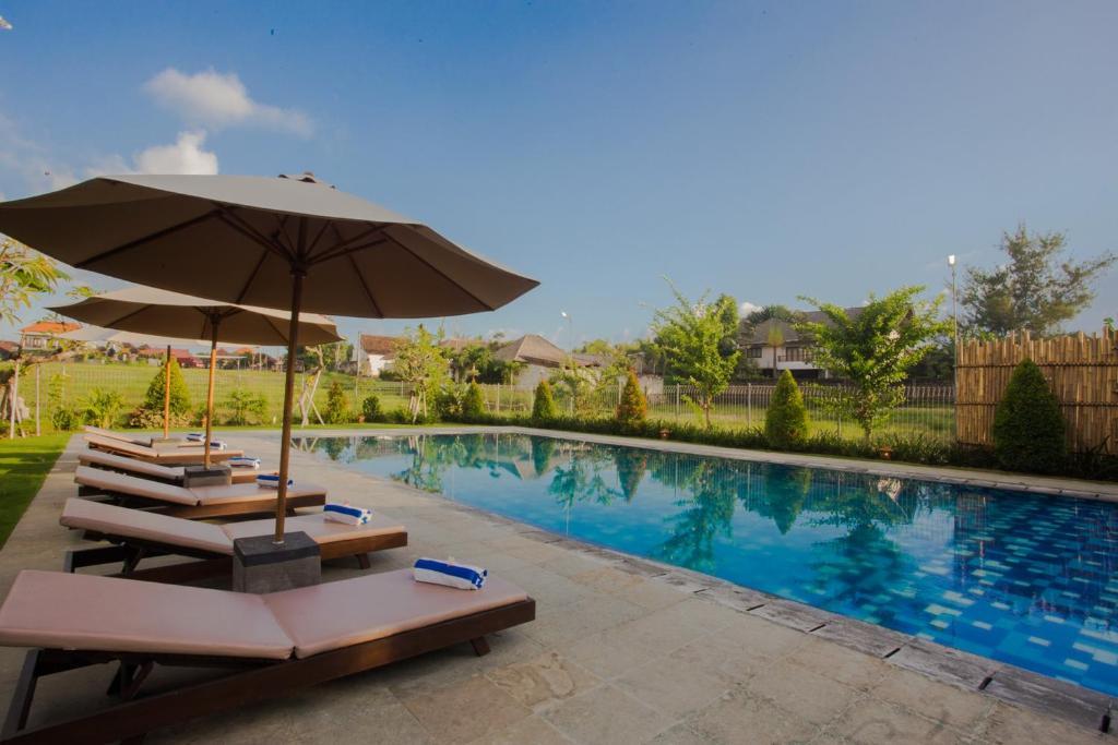 Der Swimmingpool an oder in der Nähe von Rama Village