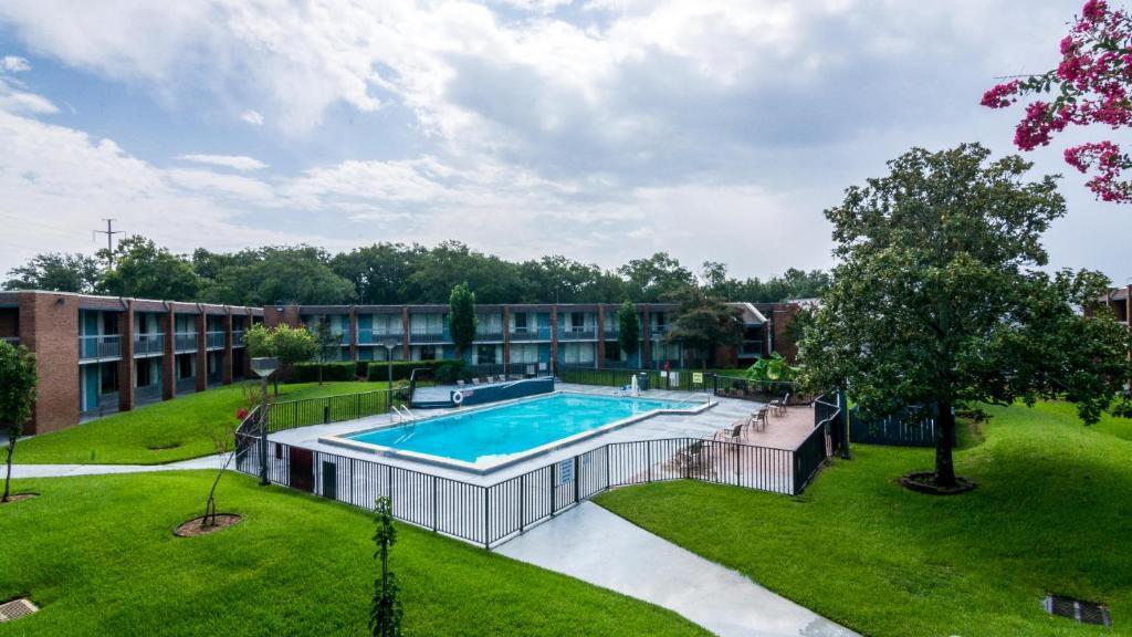 Quality Inn Suites Pensacola Fl Booking Com