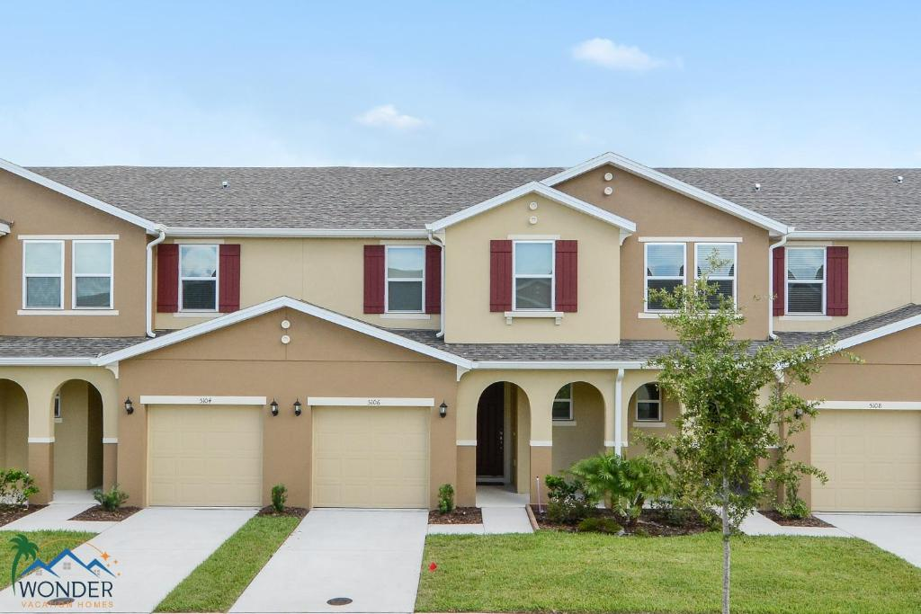 Vacation home four bedrooms townhome 5106 kissimmee fl for 7 bedroom vacation homes in kissimmee fl
