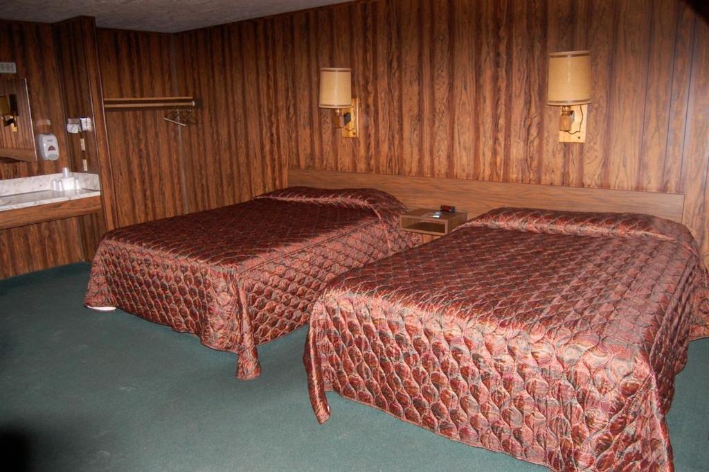 The Village Inn Motel Restaurant Challis Id Booking Com