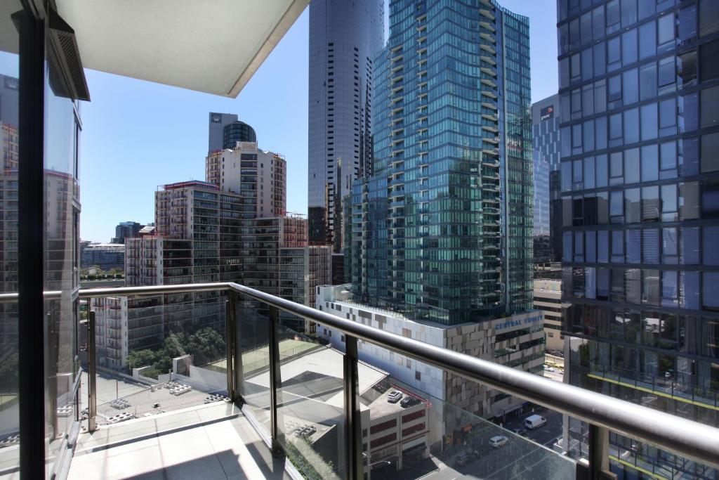 20 Photos Close City Tower Apartment