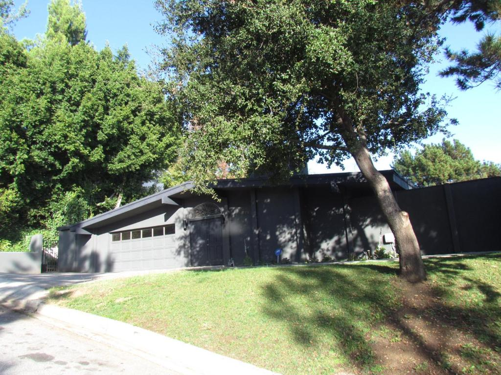 Vacation Home Four-Bedroom House with Pool, Los Angeles, CA ...