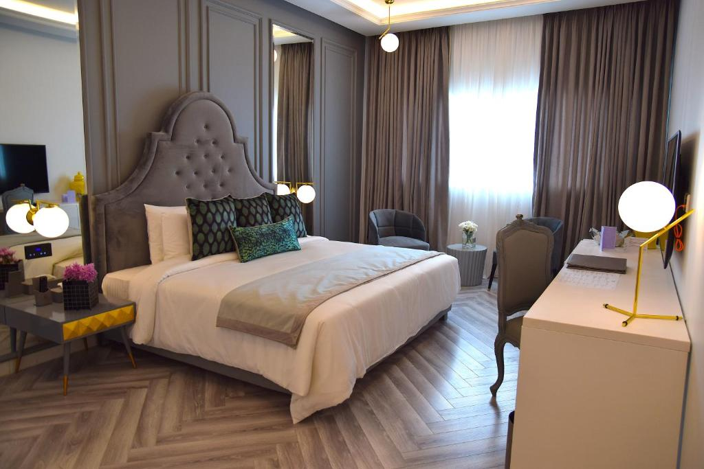 rooms available for dating in lahore Want to sale my house brand new seven marla stunning house in phase 6, d block 4 master size bed rooms with attached bathrooms servant quarter and bath in basement.