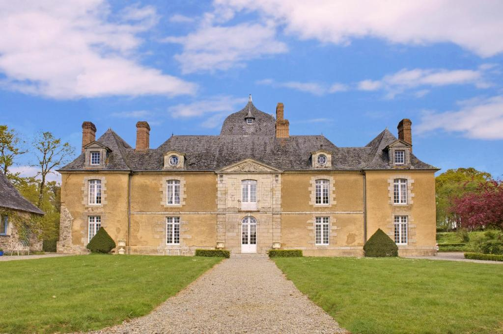 Bed And Breakfast Chateau Du Bois Glaume Poligne France Booking Com