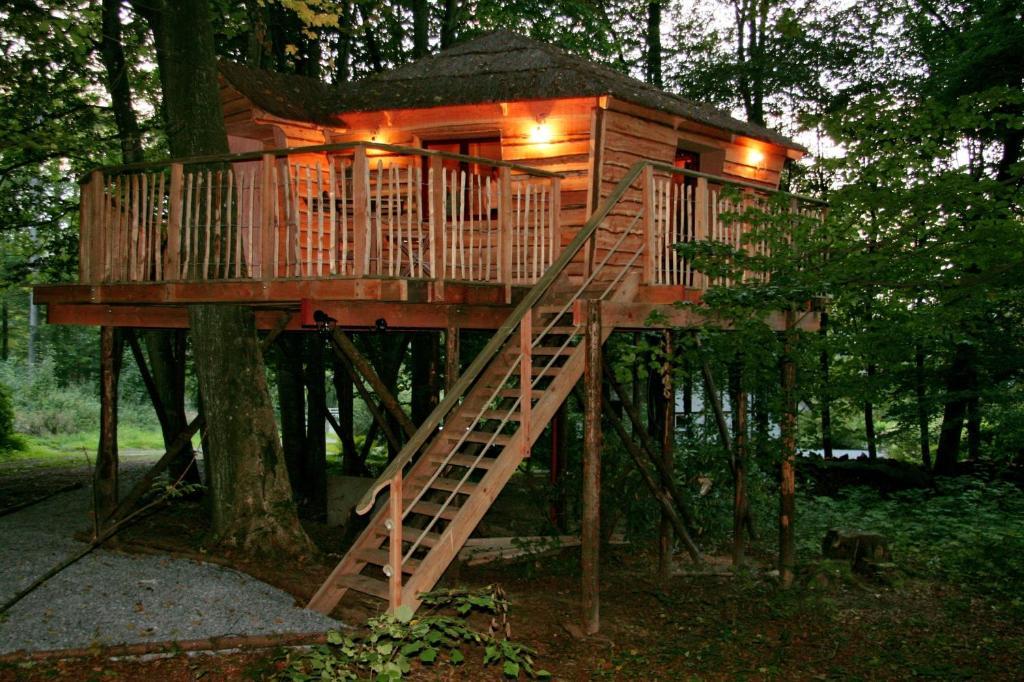 b b cabane bois dormant belgique spa. Black Bedroom Furniture Sets. Home Design Ideas