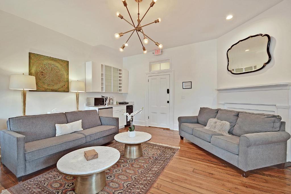 Apartment West Elm Suite (Historic Downtown), Charleston, SC ...