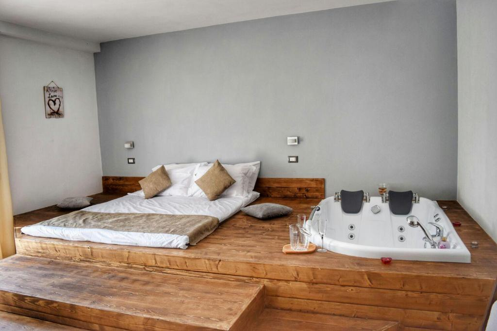 A bed or beds in a room at Heaven Guesthouse