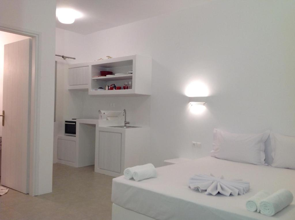 Anita Rooms & Apartments, Adamas, Greece - Booking.com
