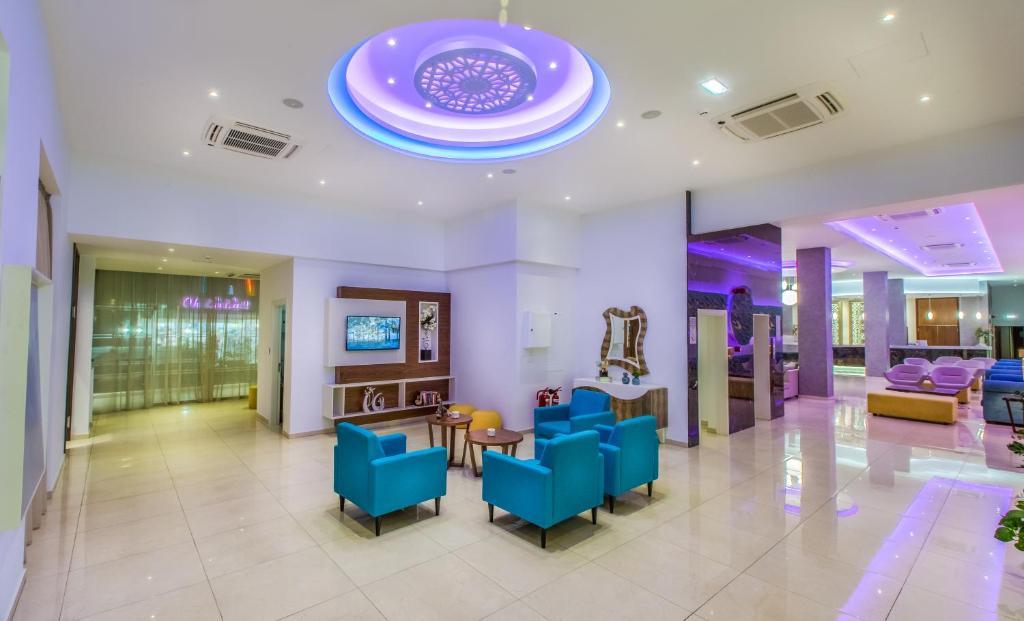De lobby of receptie bij Stamatia Hotel