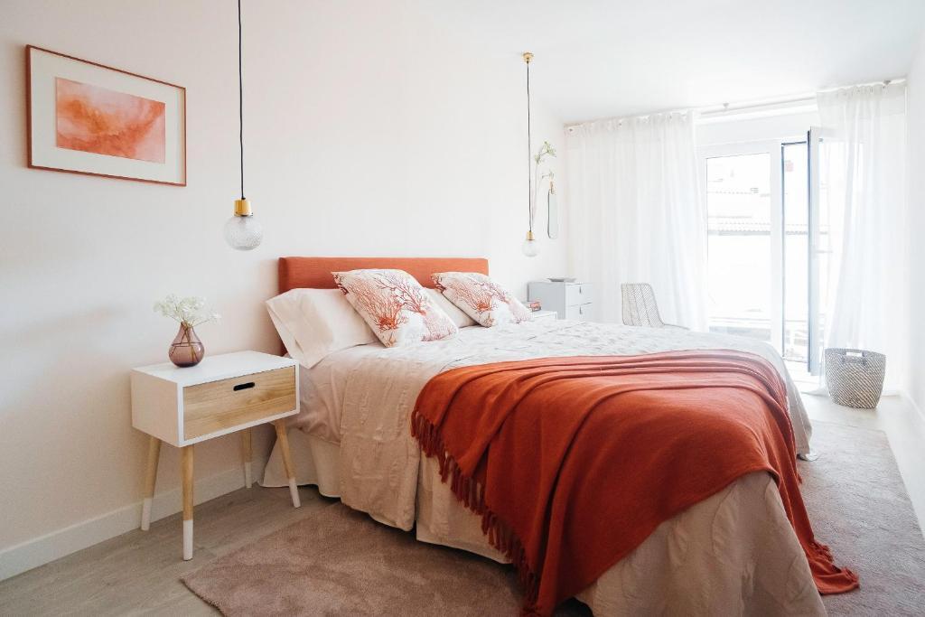 Tempat tidur dalam kamar di Opera Luxury Penthouse - 4BR 3BT