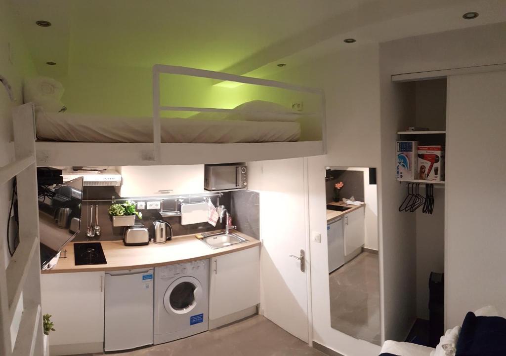 apartment amazing studio near place gambetta paris france