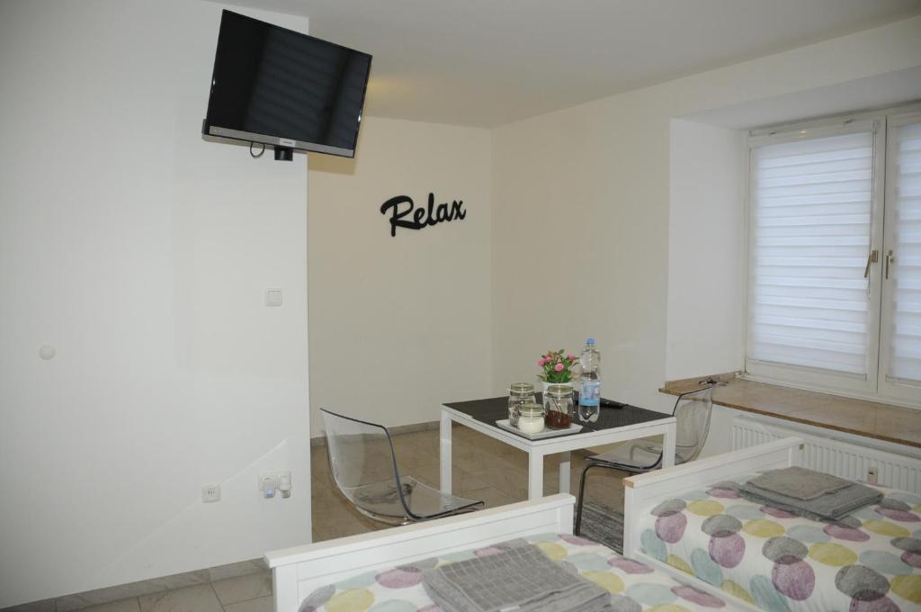 dibeka apartments k ln messe cologne germany. Black Bedroom Furniture Sets. Home Design Ideas