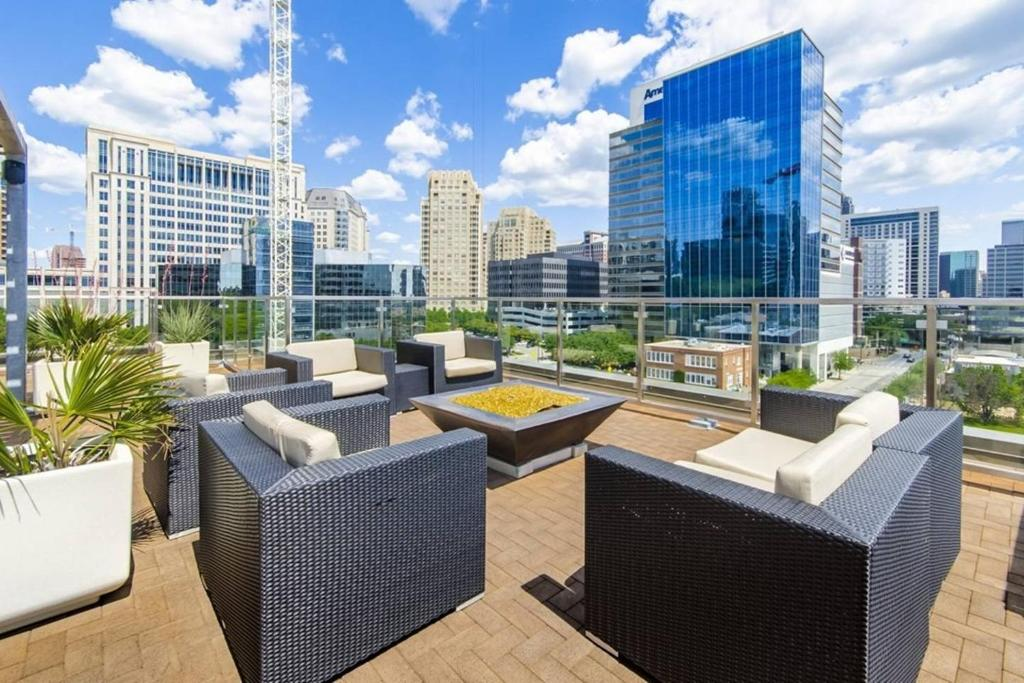 2 Bedroom Apartment In Uptown Dallas Tx