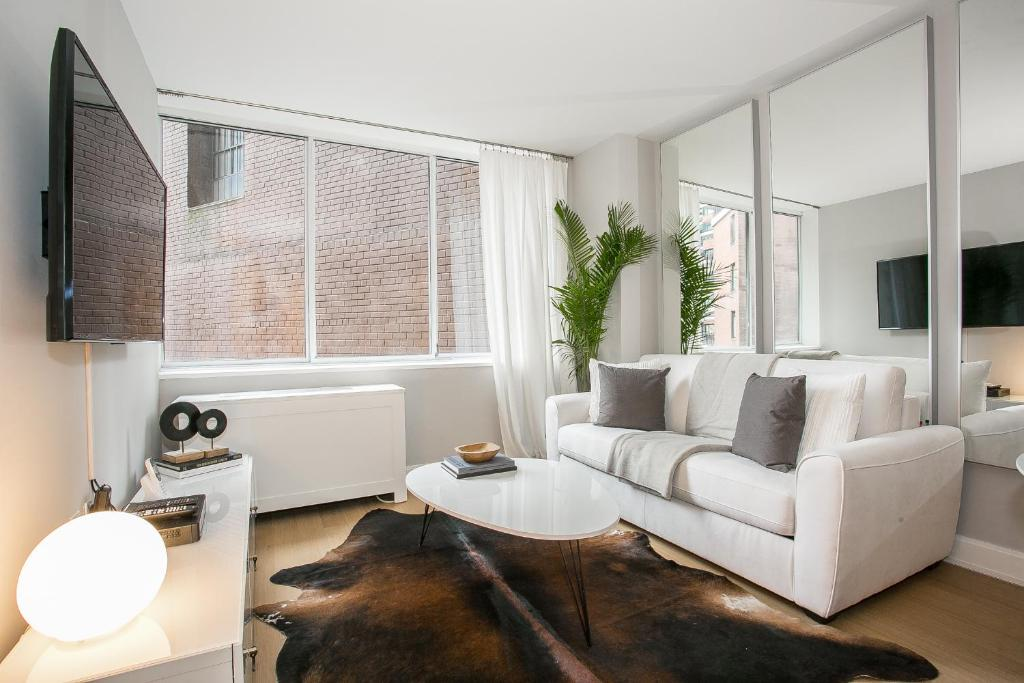 Designer luxurious bedroom apartment with gym doorman midtown