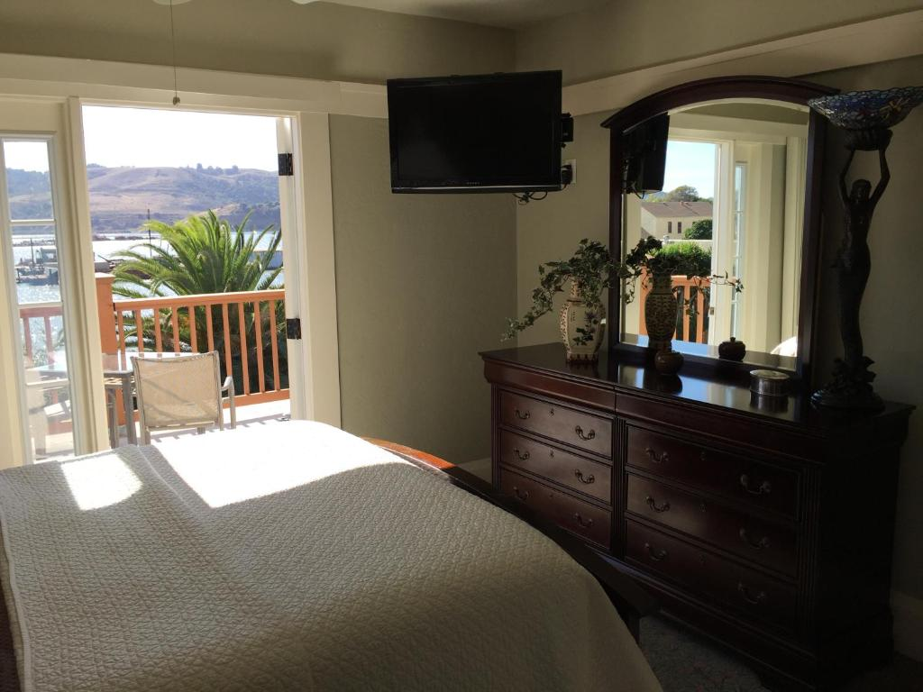 Shorelight inn benicia ca booking gallery image of this property malvernweather Choice Image
