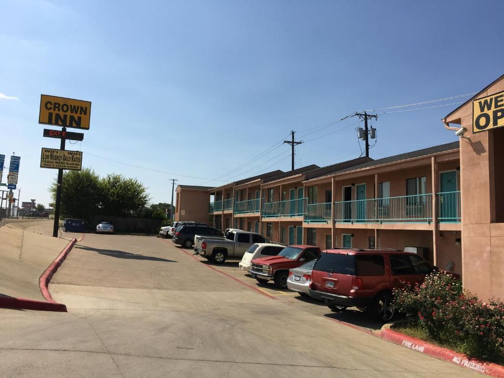 Crown Inn Grand Prairie Tx Bookingcom