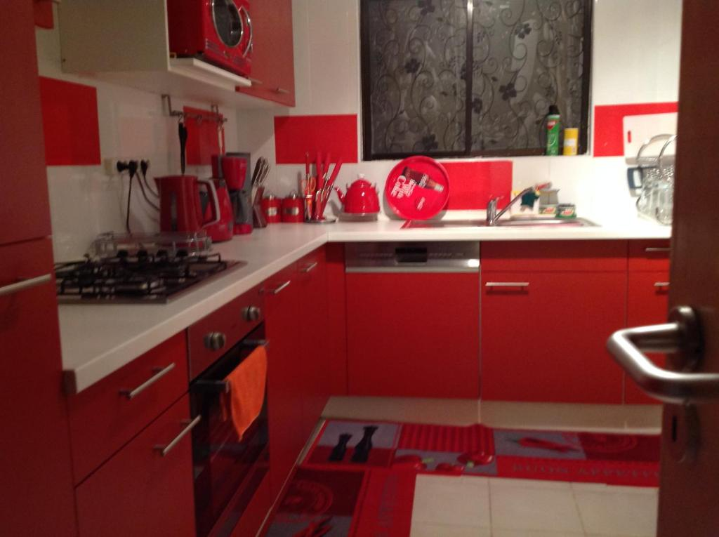 A kitchen or kitchenette at Queen's Apartment