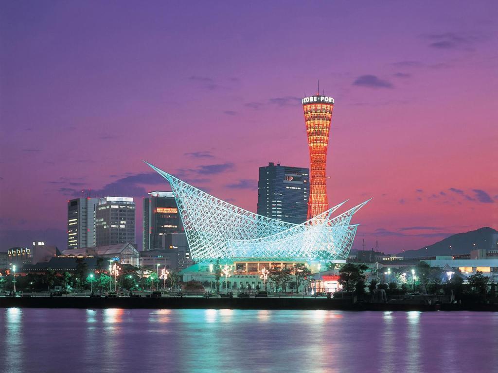 ポイント1.目の前には綺麗な神戸港と夜景