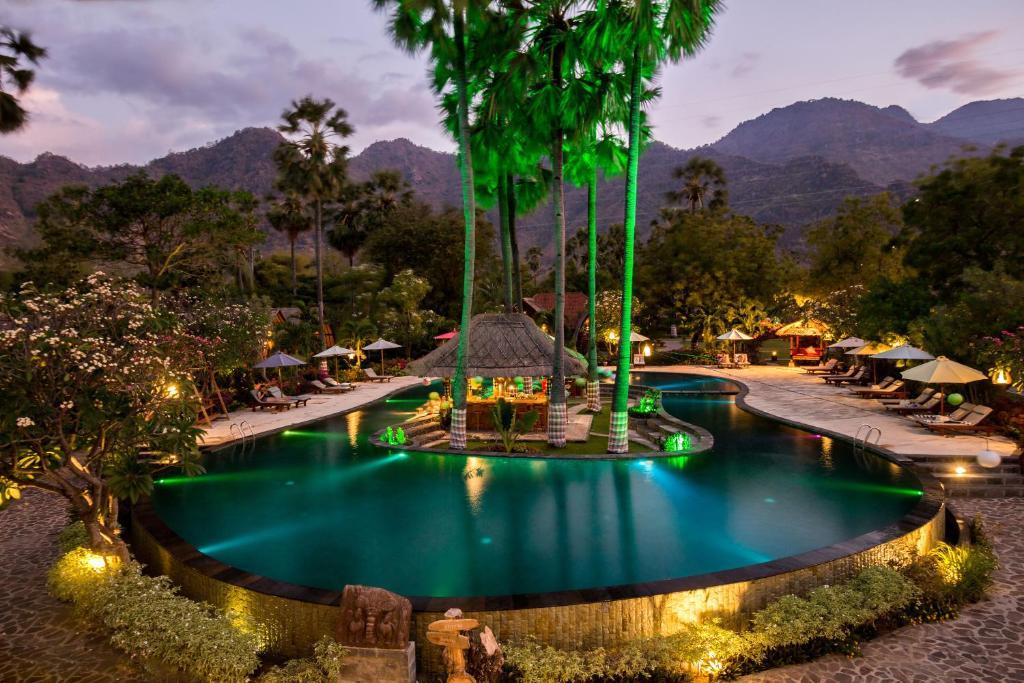 Piscine de l'établissement Kinaara Resort & Spa Pemuteran Bali ou située à proximité