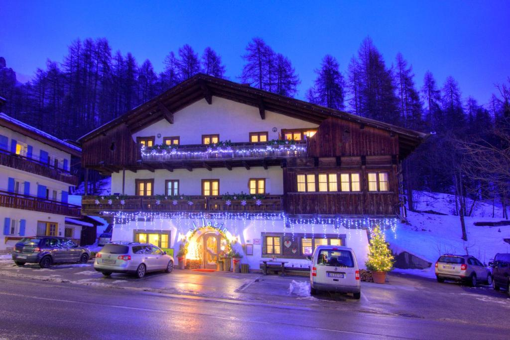 Air Service Center Cortina.Hotel Al Larin Cortina D'ampezzo Italy Booking Com