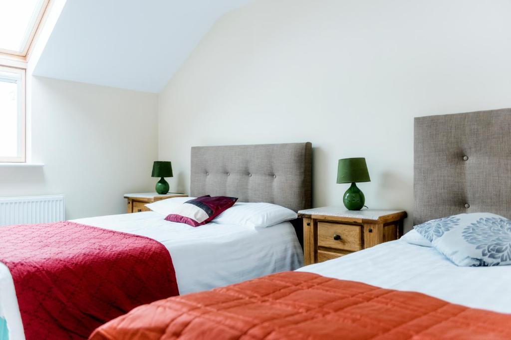 A bed or beds in a room at Cois na hAbhainn