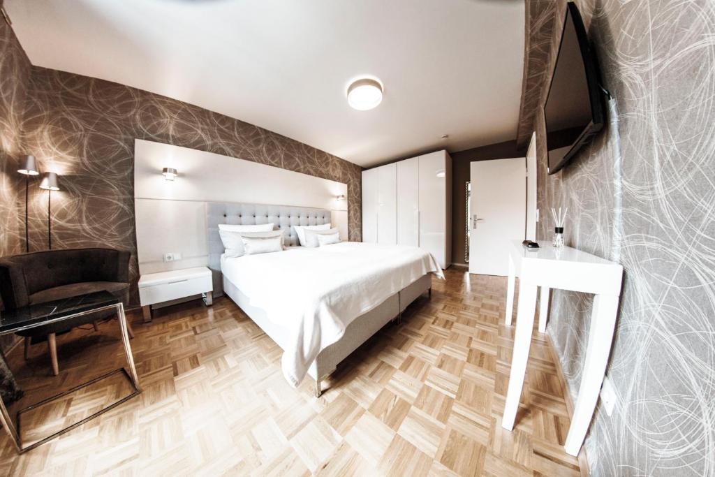 Helles Zimmer Mit Küchenzeile Apartments For Rent In Freiburg Im