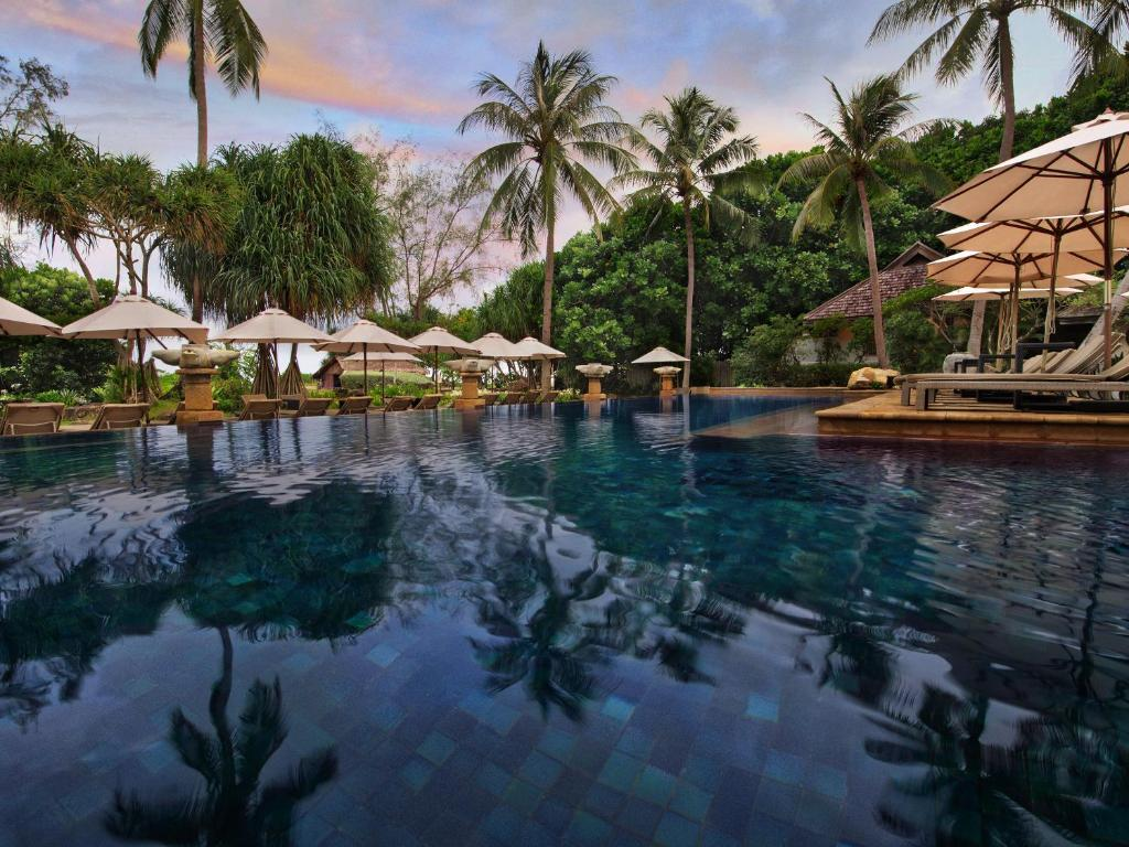 phuket beach analysis In on the beach, phuket, karon beach, thailand this small, select hotel has 30 rooms and has as its central feature an elegant swimming pool ideally situated, in on the beach ensures that all guests enjoy a view of the crystal-blue waters of the andaman sea.
