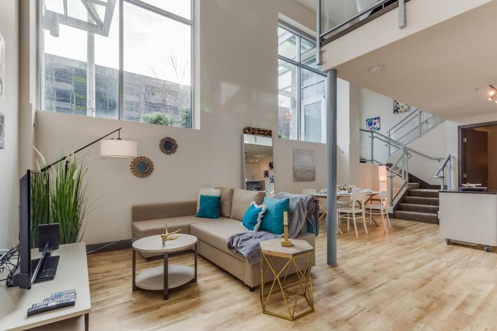vacation home downtown arthouse loft seattle wa booking com