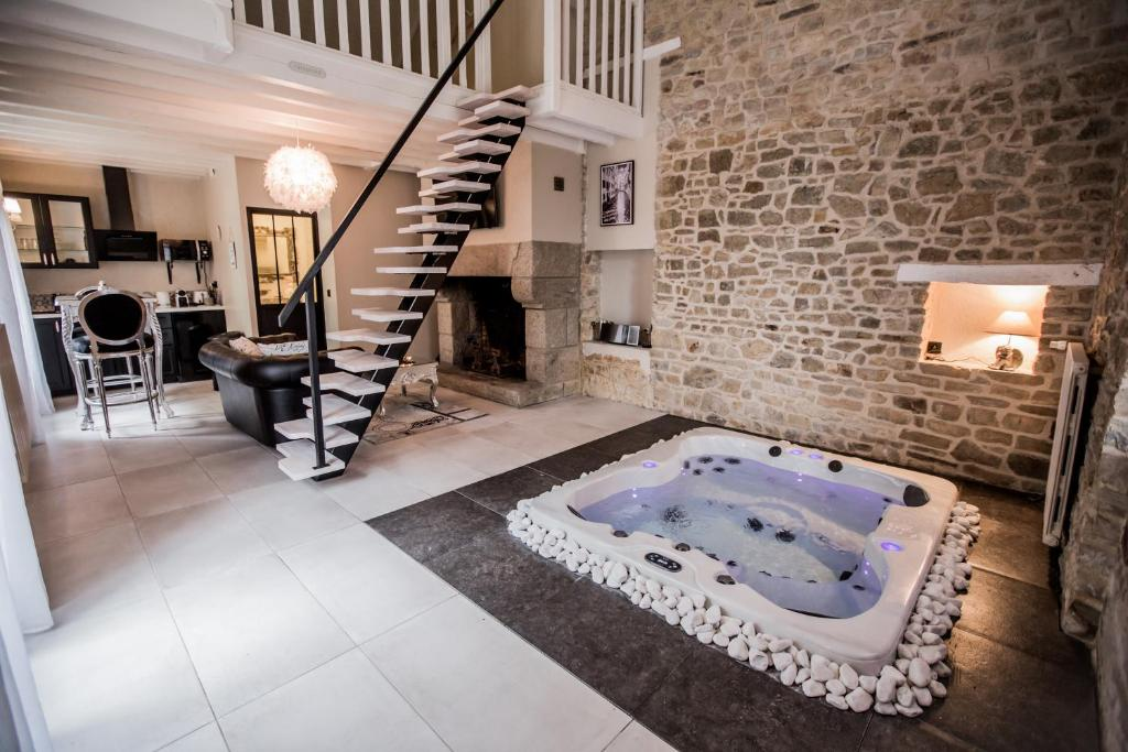 Gite avec Jacuzzi privatif, Bain-de-Bretagne, France - Booking.com