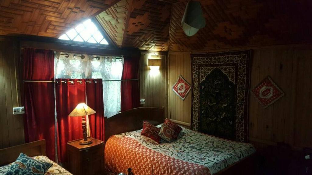 Akbar Group Of Heritage Houseboat