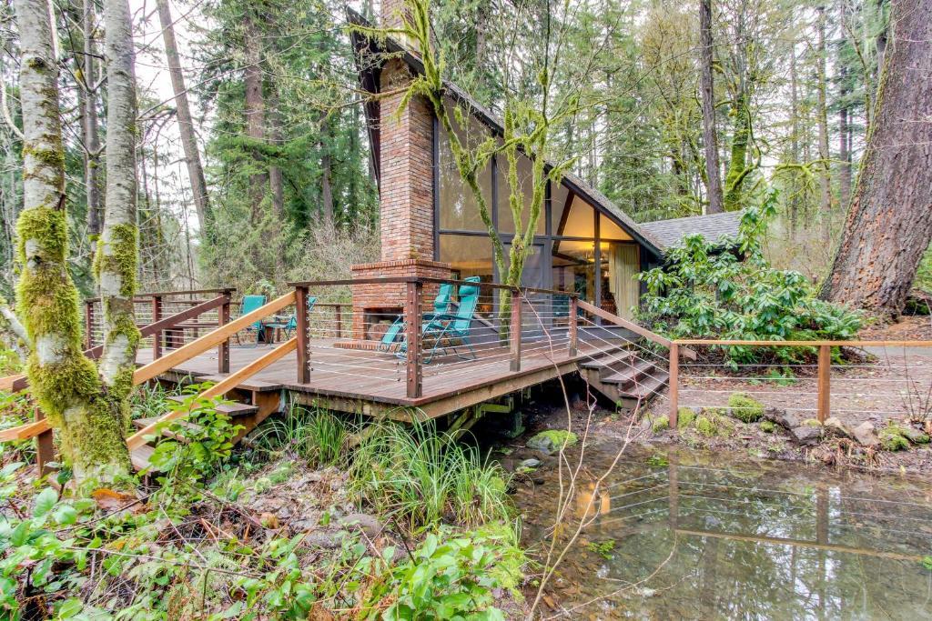 Vacation Home McKenzie River Cabin, Vida, OR