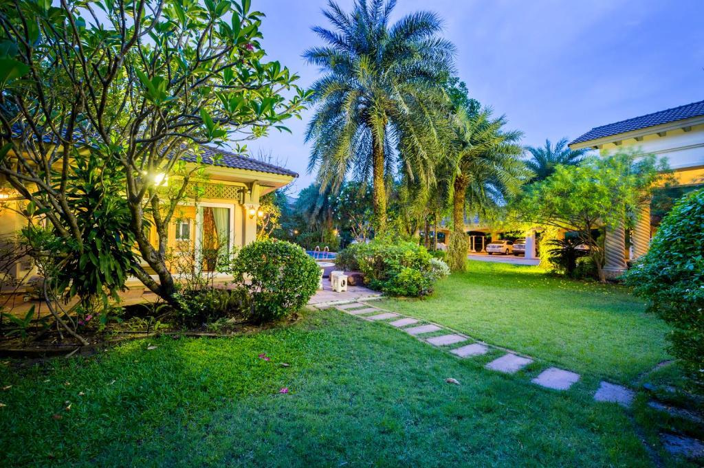 Bangkok Grand Villa With Private Pool Thailand Booking Com