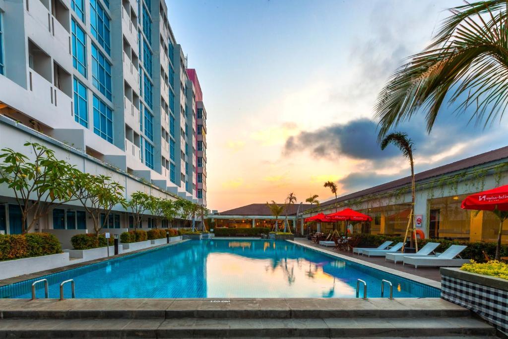 swiss belinn malang indonesia booking com rh booking com swiss belinn malang massage swiss belinn malang hotel
