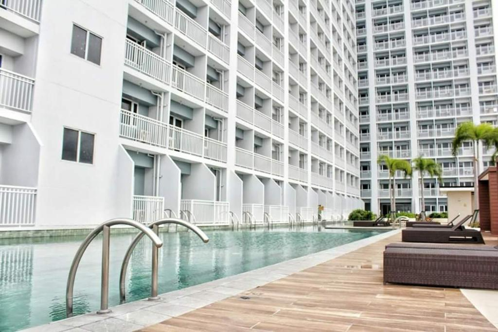Breeze residences wtr manila philippines booking gallery image of this property gumiabroncs Choice Image