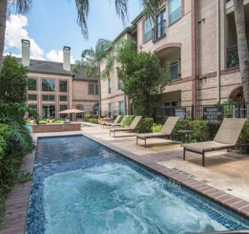 Apartments Near Downtown Houston: Apartment Greenway At Montrose Downtown, Houston, TX