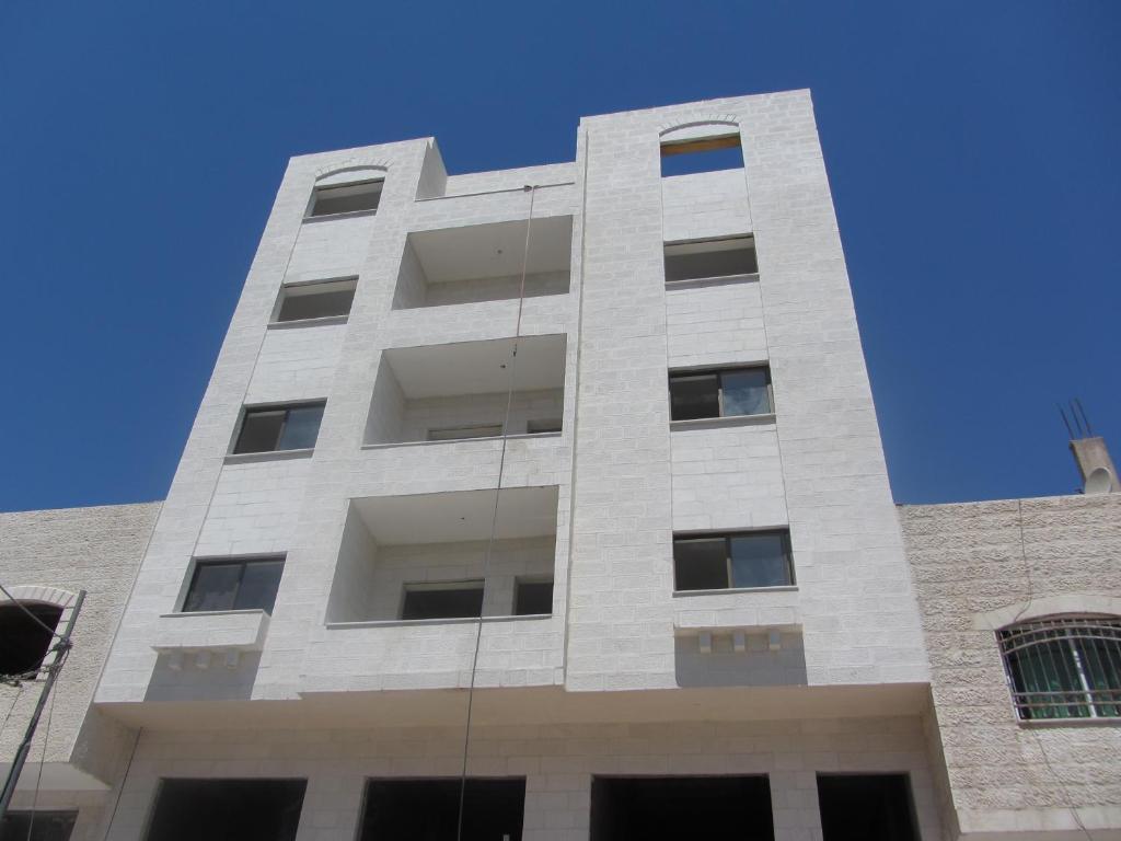 Adult Guide in Az Zarqa