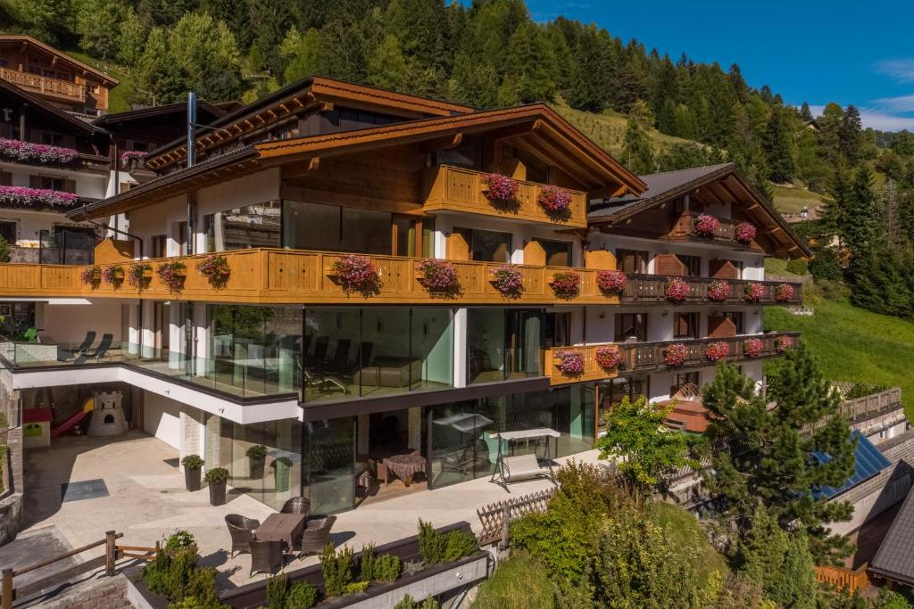 Hotel Garnì Gardena - Appartments, Santa Cristina in Val Gardena ...