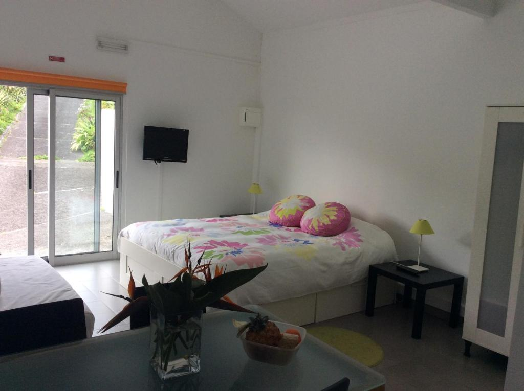 A bed or beds in a room at Caloura Beach Nest