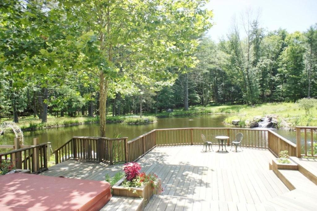 Enchanted Manor Woodstock, NY - Booking.com
