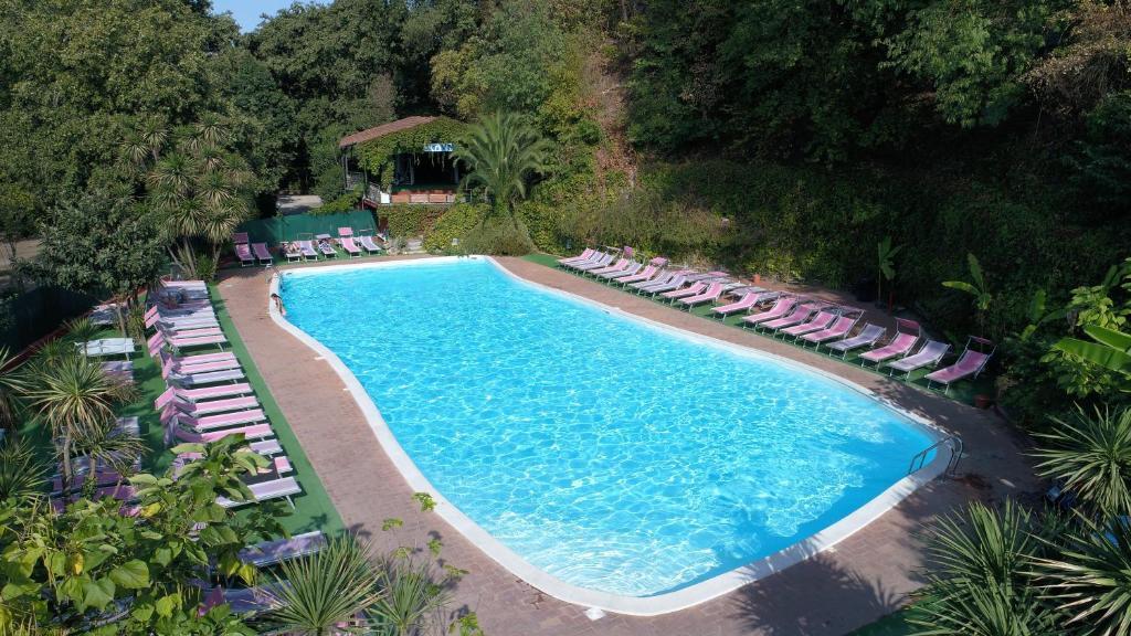 La piscine du Camping Seven Hills Villages à Rome.