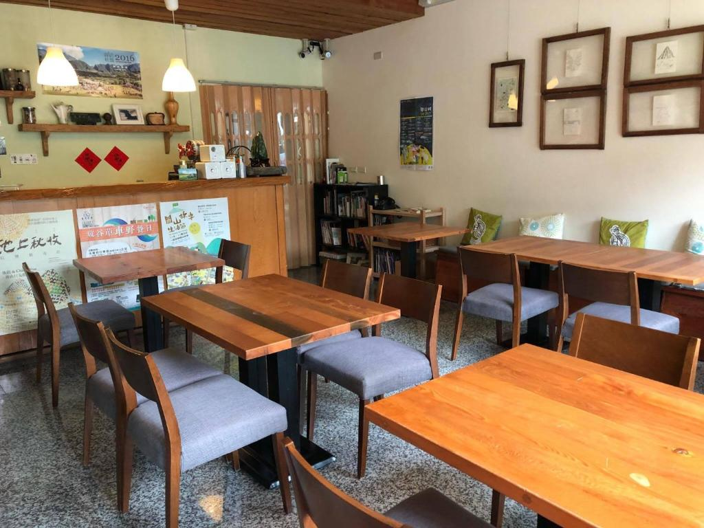 A restaurant or other place to eat at Fuli Stay