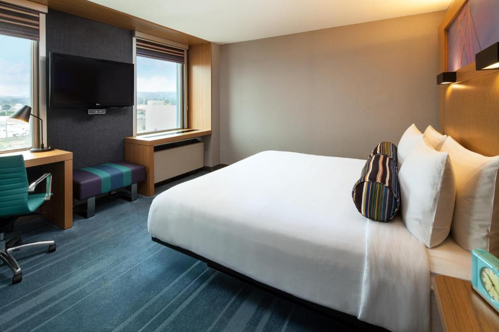 A room at the Aloft San Francisco Airport.