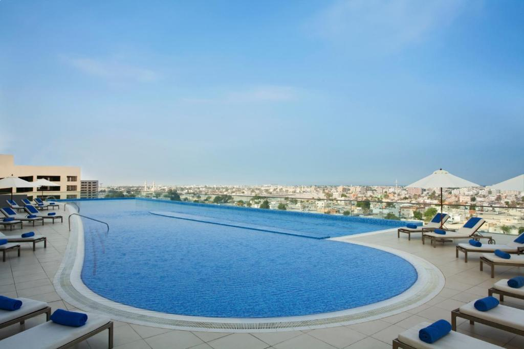 The swimming pool at or near Ascott Park Place Dubai