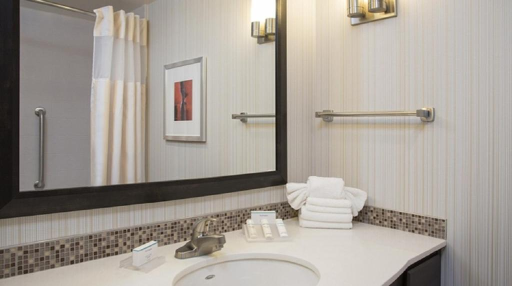 gallery image of this property - Hilton Garden Inn Louisville Downtown