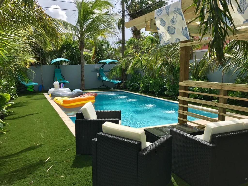 Tropical Garden Bungalow, West Palm Beach, FL - Booking.com