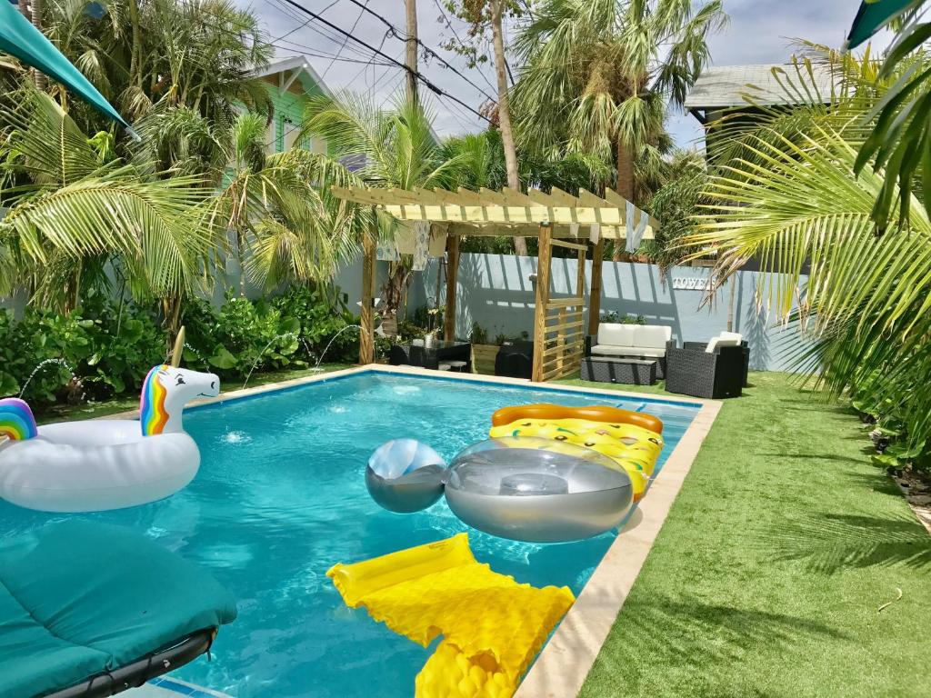 Tropical Garden Bungalow B, West Palm Beach, FL - Booking.com