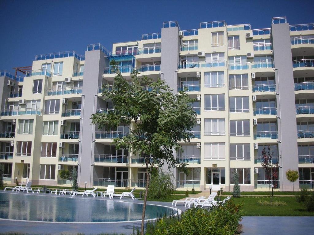 Апартамент Oasis Suites Апартаментs and Studios - Равда